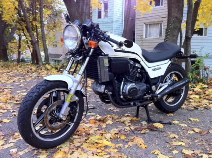 Rebuilding & Modifying a 1985 Honda VF700 Sabre Motorcycle